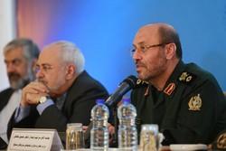 سردار حسین دهقان وزیر دفاع و محمدجواد ظریف وزیر امور خارجه