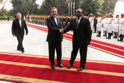 نائب رئيس الجمهورية يقيم مراسم استقبال رسمية لنائب رئيس جنوب افريقيا