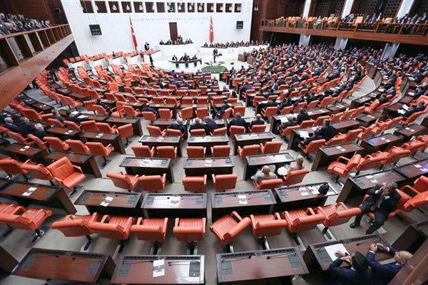البرلمان التركي يصادق على فرض حالة الطوارئ في البلاد