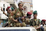 Suudilere ait aracın Yemenliler tarafından imha edildiği an