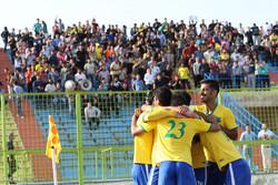 نادي نفط آبادان يتأهل الى الدوري الممتاز لكرة القدم