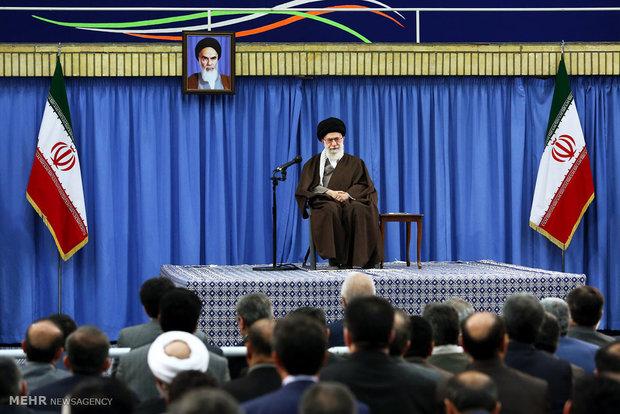 قائد الثورة : سرعة التطور العلمي في ايران أذهلت العالم