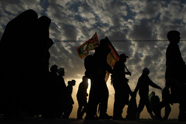 زائرانی که هزاران کیلومتر پیادهروی میکنند/ عاشقی زیر سایه تهدید
