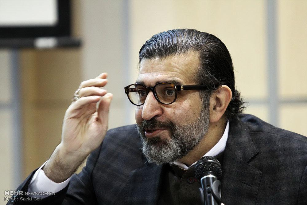 آزادی اندیشه بدون آزادی بیان خفقان ایجاد میکند/ نقدهایی به دولت روحانی وارد است،حل مشکلات در صد روز حرف احساسی بود