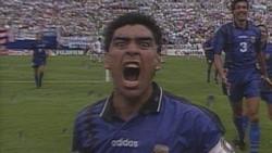 10 لحظات صادمة في تاريخ كرة القدم