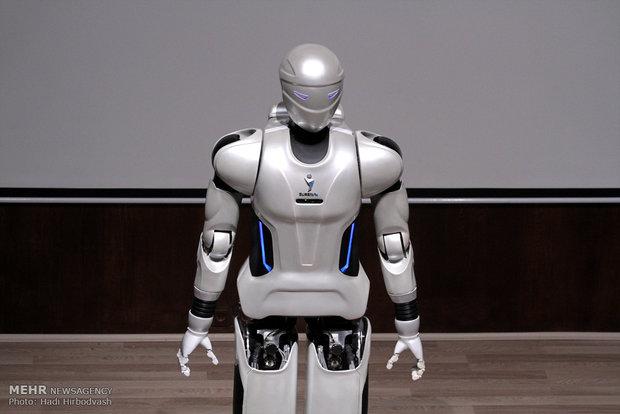 رونمایی ربات انسان نمای سورنا 3