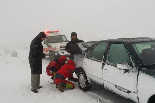 بارش برف و باران در استان های غربی و شمالی/تردد با زنجیر چرخ