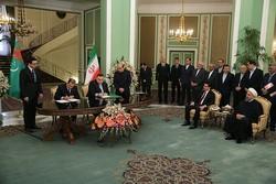 ايران وتركمانستان توقعان على 9 وثائق للتعاون الثنائي