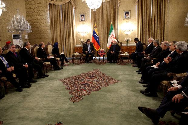 روحاني : مستعدون لتعزيز العلاقات مع فنزويلا في شتى المجالات