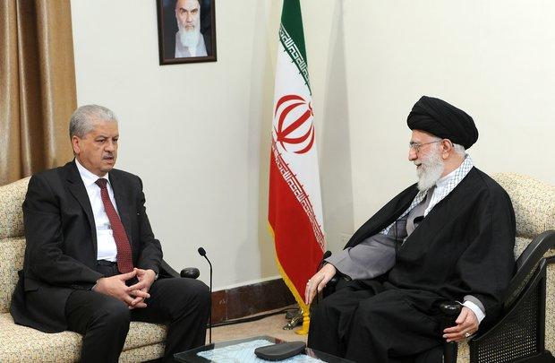 قائد الثورة: على الدول الاسلامية ان تقوم بدور مؤثر في القضايا الهامة