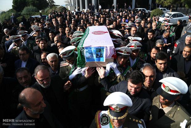 پیکر مرحوم رکن آبادی توسط نمازگزاران تهرانی تشییع شد