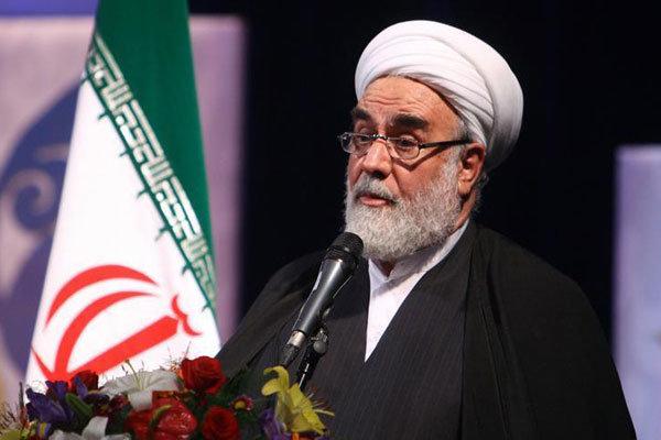 نماز جمعه یکی از آثار و برکات انقلاب اسلامی است