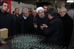 """رئيس الجمهورية يتفقد مصنع """"مينا"""" لانتاج القناني الزجاجية"""