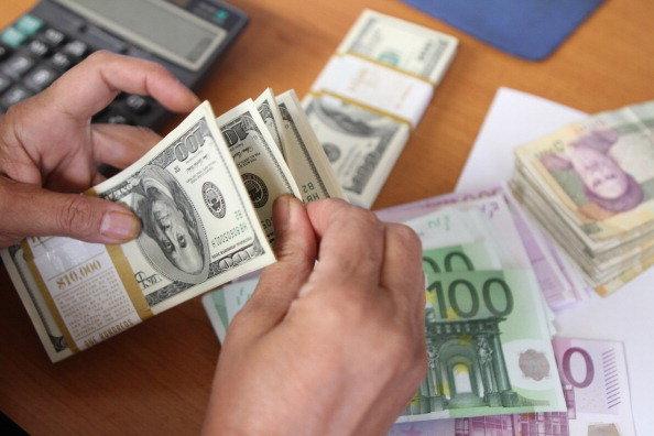 تخصیص ارز مبادلهای فقط به کالاهای اساسی و مواد اولیه