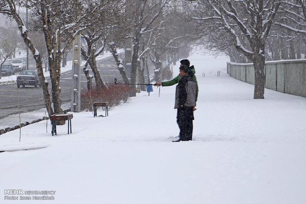 Cold autumn brings snow to Hamedan