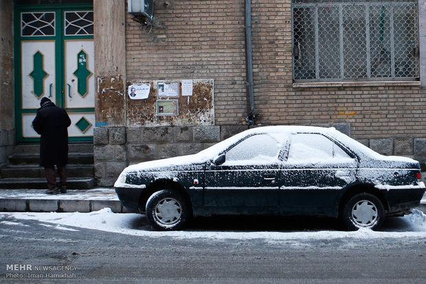 تساقط الثلج في محافظة همدان غرب ايران واغلاق المدارس