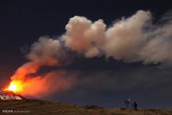 میکسکو میں آتش فشاں نے پھر راکھ اور دھواں اگلنا شروع کردیا