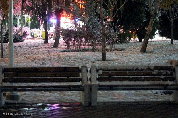 Tarihi İsfahan kenti beyazlara büründü