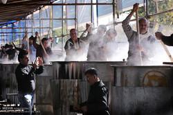 طبخ بزرگترین آش نذری جهان در شیراز آغاز شد