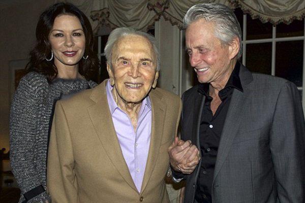 خانواده کرک داگلاس برایش جشن تولد ۹۹ سالگی گرفتند