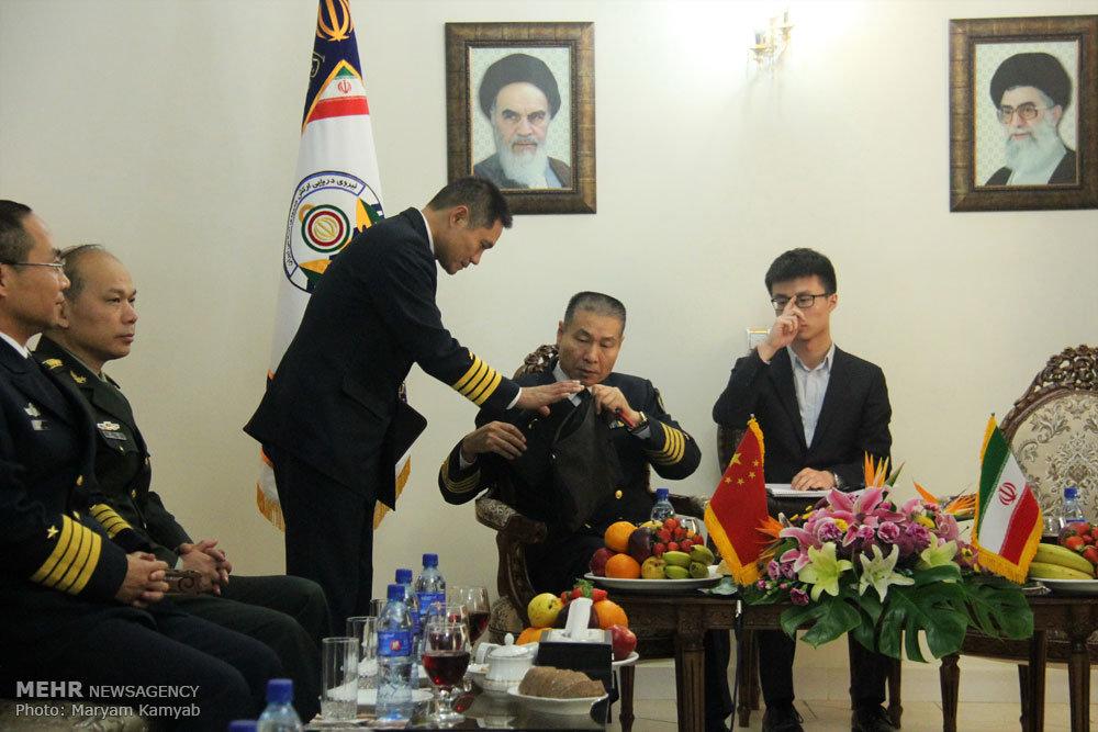 لقاء الوفد العسكري الصيني مع قائد القوة البحرية للجيش