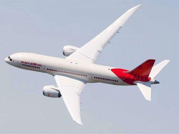 ہندوستانی ایئر لائن کا طیارہ بم کی اطلاع پر روک لیا گيا