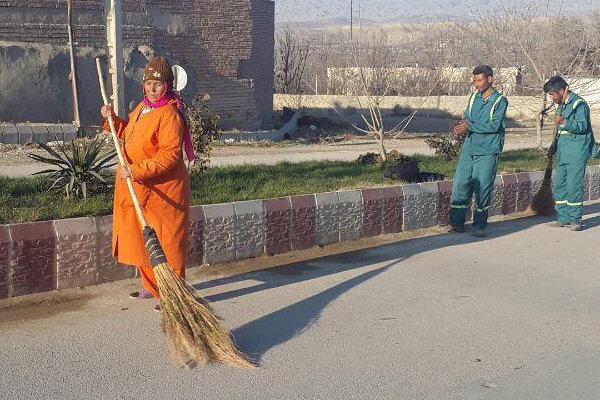 بانوی نارنجی پوش خراسان شمالی تنها رفتگر زن ایرانی