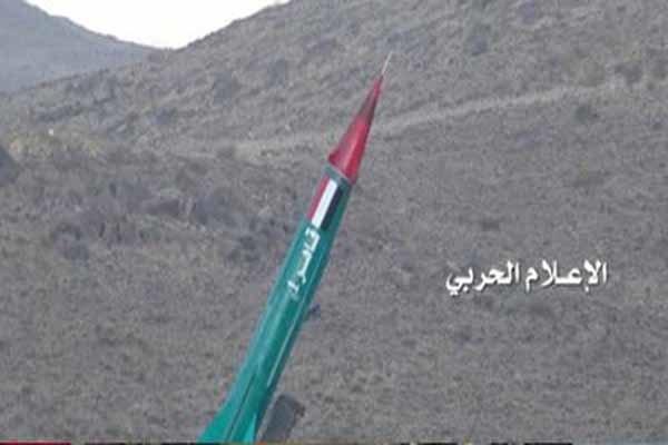 العدوان السعودي يتكبد خسائر فادحة جراء استهداف مطار جيزان بصاروخ باليستي