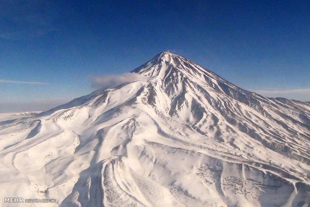 طبیعت شگفت انگیز دماوند/از قله دماوند تا چشمه های درمانی
