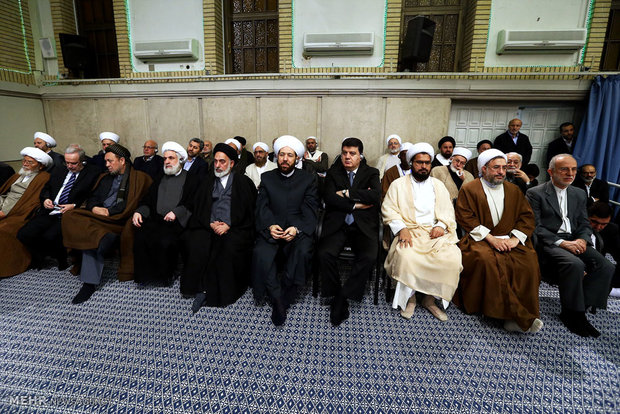 Leader receives participants of Intl. Islamic Unity Confab
