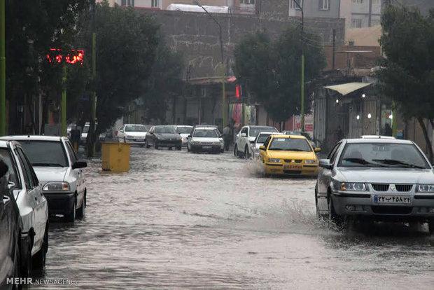 بارش باران و آبگرفتگی در معابر آبادان