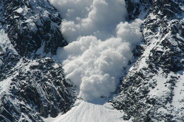 سقوط بهمن در ارتفاعات کلکچال جان دو نفر را گرفت