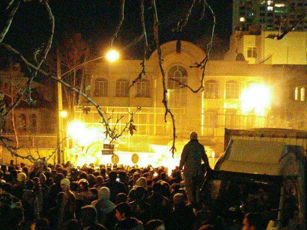 Protesters attack Saudi embassy in Tehran
