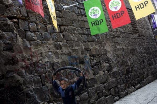 Hürriyet: Türkiye'nin gündeminin yarısı ekonomi ve işsizlik