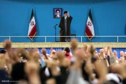 Leader receives people of Qom