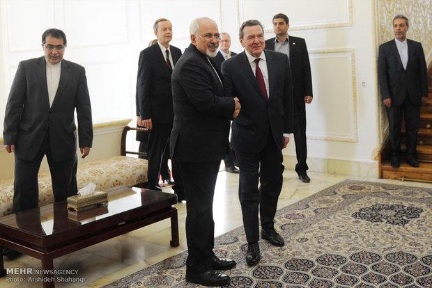 لقاءالمستشار الالماني السابق ووزير الخارجية الايراني