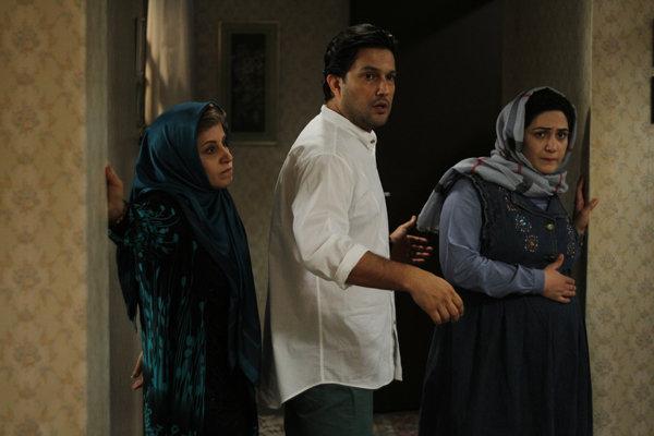 اکران فیلم هفت ماهگی