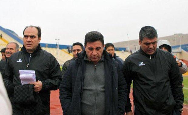 پرتاب سنگ به سمت قلعهنویی و شعار علیه بازیکنان استقلال