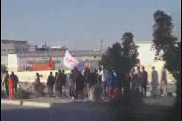 فلم/ آل خلیفہ کے وحشی اہلکاروں کا لوگوں کے گھروں میں گیسی بموں سے حملہ