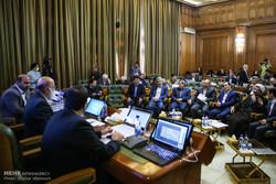 شورای شهر تهران از مسائل سیاسی دوری کند