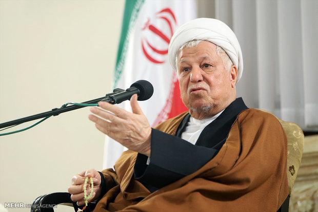 ایران نقطه تعادل منطقه/رقابت ۱۲هزار داوطلب مجلس امکان پذیر نیست