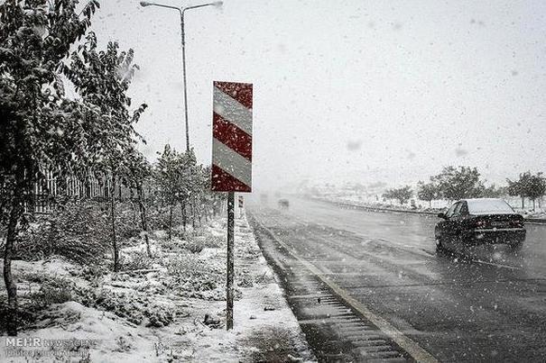 سامانه بارشی سرد وارد گلستان شد/ احتمال یخبندان مسیرهای کوهستانی