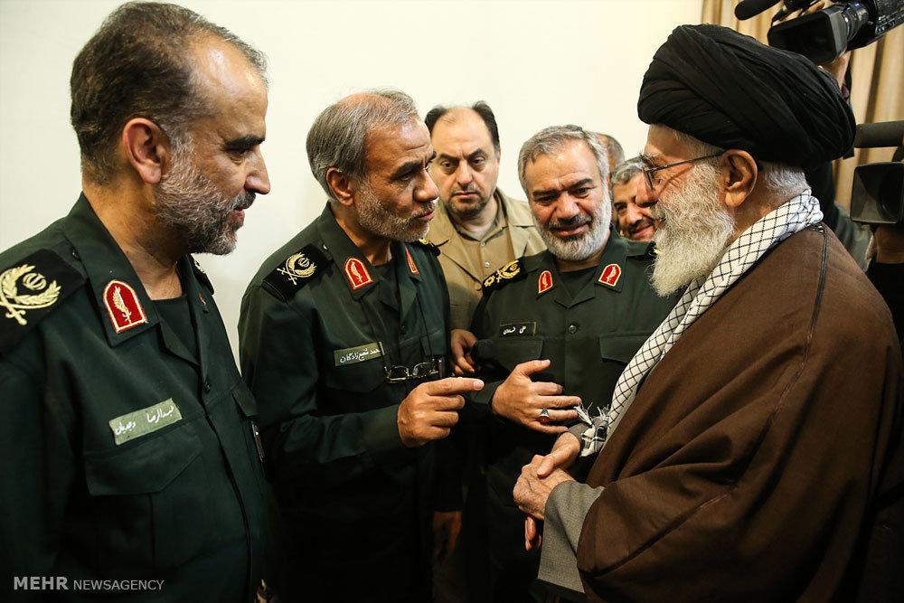 لقاء حراس الثورة الذين اعتقلوا البحارة الامريكيين مع قائد الثورة الاسلامية