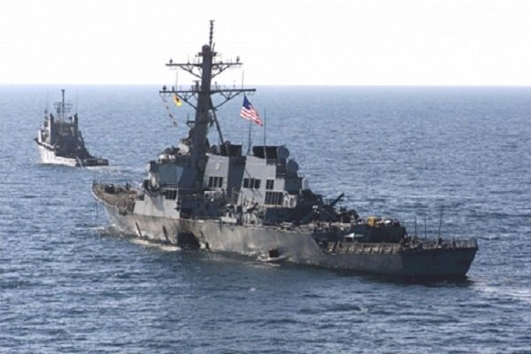 البحرية الايرانية توجه انذارا الى مدمرة امريكية بالابتعاد عن منطقة المناورات
