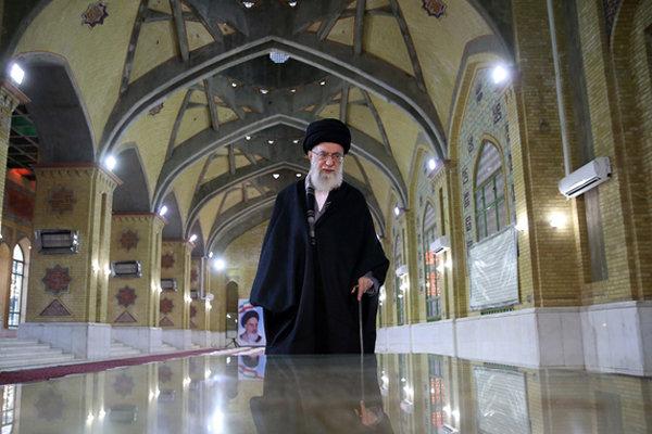 İslam İnkılabı Rehberi İmam Humeyni'nin pak türbesinde
