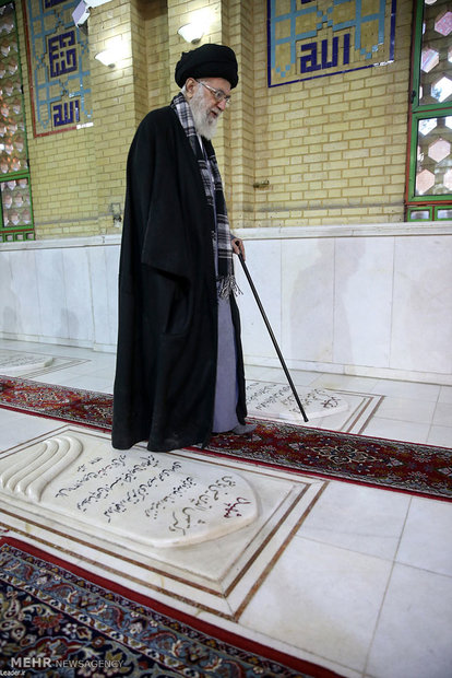 Leader pays tribute to late founder of Islamic Revolution Imam Khomeini