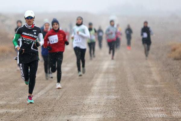 مسابقات دوی صحرانوردی بانوان استان مرکزی در اراک پایان یافت
