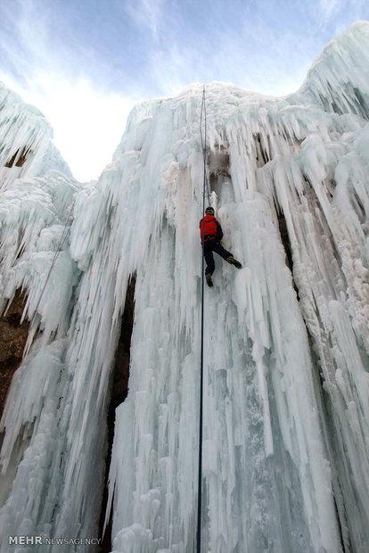 مدرسة لتعليم تسلق الجليد شمال طهران