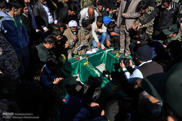 تشییع پیکر دو شهید گمنام در شهر بیدروبه اندیمشک