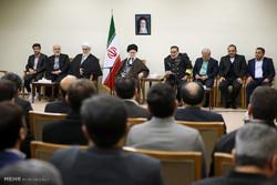 قائد الثورة الاسلامية يستقبل اعضاء امانة المجلس الاعلى للامن القومي
